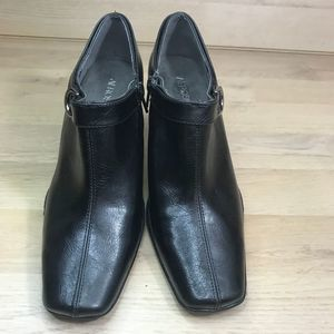 AEROSOLES Shoes - Aerosol black Cingle ankle booties 7 1/2